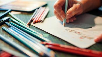 Feine Handarbeit und moderne Technik: Wie eine Grußkarte entsteht